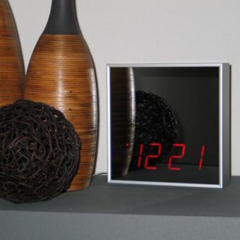 Spiegel-LED-Uhr quadratisch